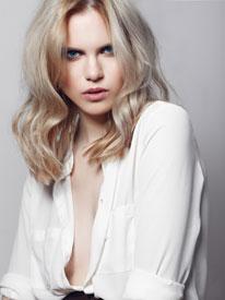 coloration : le blond polaire ultra tendance
