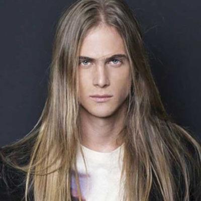 tendances coiffures hommes : Cheveux longs